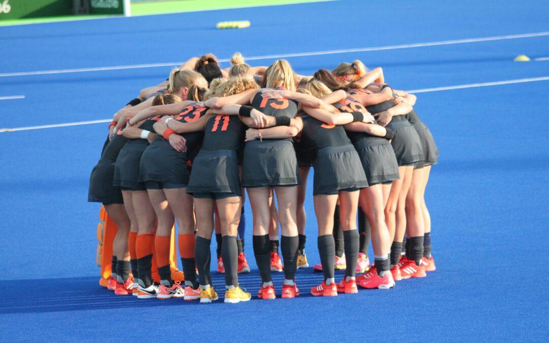 De Oranje hockey dames op weg naar succes deze zomer: wat is hun geheim?